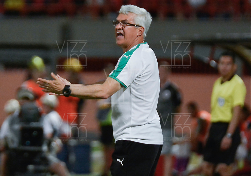 CUCUTA - COLOMBIA, 24-08-2019: Humberto Sierra técnico de Equidad gesticula durante partido entre Cúcuta Deportivo y La Equidad por la fecha 8 de la Liga Águila II 2019 jugado en el estadio General Santander de la ciudad de Cúcuta. / Humberto Sierra coach of Equidad gestures during match between Cucuta Deportivo and La Equidad for the date 8 of the Liga Aguila II 2019 played at the General Santander stadium in Cucuta city. Photo: VizzorImage / Edgar Cusguen / Cont