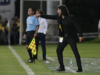 BOGOTÁ -COLOMBIA, 27-05-2015. Leonel Alvarez técnico de Independiente Medellín gesticula durante partido de ida de semifinal con Deportes Tolima de la Liga Águila I 2015 jugado en el estadio Metropolitano de Techo en Bogotá./ Leonel Alvarez coach of Independiente Medellin gestures during semifinal first leg match against Deportes Tolima of the Aguila League I 2015 played at Metropolitano de Techo stadium in Bogota city. Photo: VizzorImage/ Gabriel Aponte / Staff