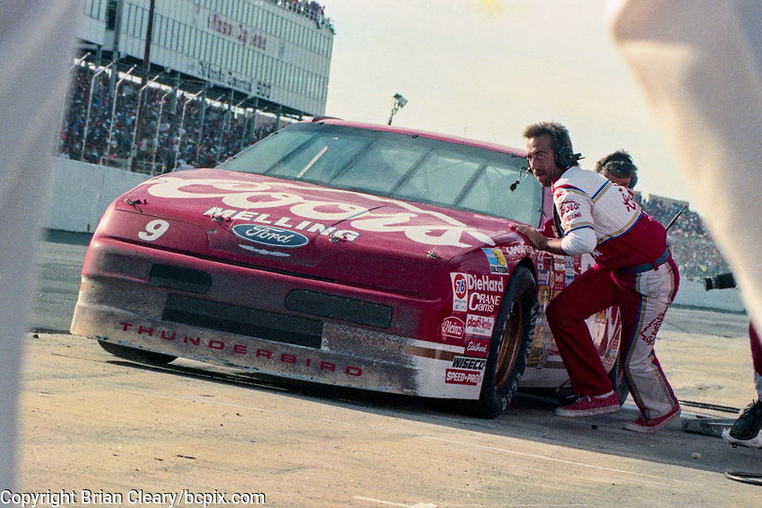 #9 Ford of Bill Elliott pit stop Atlanta Journal 500, Atlanta Motor Speedway, Hampton, GA, November 18, 1990. (Photo by Brian Cleary/bcpix.com)