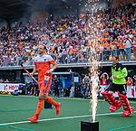Den Bosch  - Billy Bakker (Ned) en keeper Pirmin Blaak (Ned)   betreden  het veld voor   de Pro League hockeywedstrijd heren, Nederland-Belgie (4-3).    COPYRIGHT KOEN SUYK