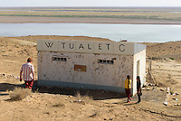 Toilette am Fluss Amudarya nahe Urgench, Usbekistan, Asien<br /> toilet at river Amurdarya near Urgesch, Uzbekistan, Asia