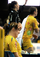 Handball Frauen / Damen  / women 1. Bundesliga - DHB - HC Leipzig : Frankfurter HC - im Bild: Maike Daniels will nicht mehr hinsehen . Foto: Norman Rembarz .