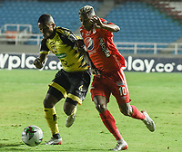 CALI - COLOMBIA, 25-01-2020: Yesus Cabrera del América disputa el balón con Yhorman Hurtado de Cali durante partido por la fecha 1 de la Liga BetPlay DIMAYOR I 2020 entre América de Cali y Alianza Petrolera jugado en el estadio Pascual Guerrero de la ciudad de Cali. / Yesus Cabrera of America struggles the ball with Yhorman Hurtado of Alianza P during match for the for the date 1 as part of BetPlay DIMAYOR League I 2020 between America de Cali and Alianza Petrolera played at Pascual Guerrero stadium in Cali. Photo: VizzorImage / Gabriel Aponte / Staff