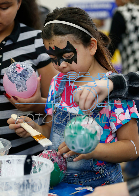 Gissel Anguiano, 8, creates a paper mâché ornament during the La Posada Celebration at Western Nevada College, in Carson City, Nev., on Saturday, Dec. 15, 2018. <br /> Photo by Cathleen Allison/Nevada Momentum