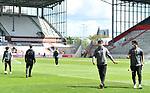 nph00001  v.l. Johannes Flum, Torwart Korbinian Mueller (St. Pauli) vor leeren Raengen im Millerntor-Stadion<br /> Hamburg, 17.05.2020, Fussball 2. Bundesliga, FC St. Pauli - 1. FC Nuernberg <br /> <br /> Foto: Tim Groothuis/Witters/Pool//via Kokenge/nordphoto