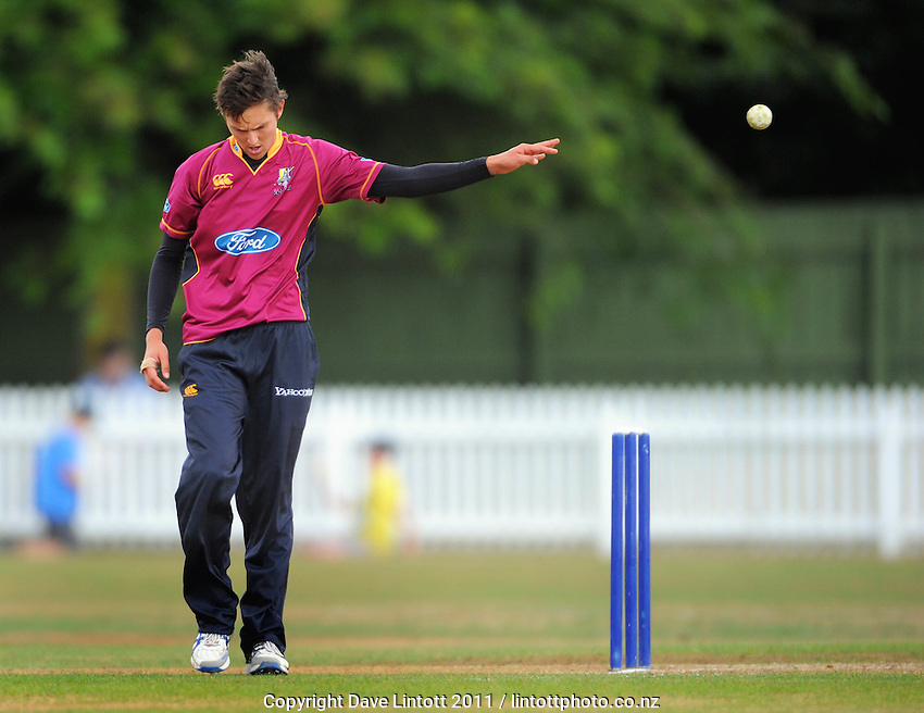 Knights bowler Trent Boult. One-day cricket - Central Stags v Northern Knights at Fitzherbert Park, Palmerston North, New Zealand on Wednesday, 12 January 2011. Photo: Dave Lintott / lintottphoto.co.nz