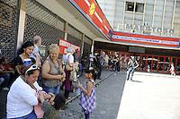 Roma 15 giugno 2011.Via Appia nuova.Comitato anti sfratti Action.Dopo lo sgombero in Via Muzio Scevola una famiglia viene accolta nell'occupazione del palazzo occupato sopra il cinema Maestoso