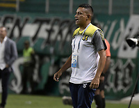 PALMIRA - COLOMBIA, 17-09-2019: Cesar Torres técnico de Alianza gesticula durante el partido entre Deportivo Cali y Alianza Petrolera como parte de la Liga Águila II 2019 jugado en el estadio Deportivo Cali de la ciudad de Palmira. / Cesar Torres coach of Alianza gestures during match between Deportivo Cali and Alianza Petrolera for the date 11 as part Aguila League II 2019 played at Deportivo Cali stadium in Palmira city. Photo: VizzorImage / Gabriel Aponte / Staff