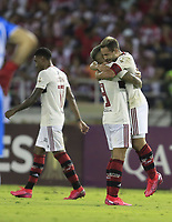 BARRANQUILLA, COLOMBIA - MARCH 04: Everton Ribeiro of Flamengo (R) celebrates at the end during the group A match of Copa CONMEBOL Libertadores between Junior and Flamengo at Estadio Metropolitano on March 4, 2020 in Barranquilla, Colombia. (Photo by Daniel Munoz/VIEW press via Getty Images)