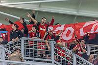BELO HORIZONTE, MG, 10 JUNHO 2013 - LIBERTADORES - ATLÉTICO MG X Newell's Old Boys (ARG)  - Torcida do Newell's Old Boys, durante partida contra o Atlético Mineiro,  jogo valido pela partida de volta das semi-finais da Taça Libertadores da América no estádio Independencia em Belo Horizonte, na noite desta quarta-feira, 10. (FOTO: NEREU JR / BRAZIL PHOTO PRESS).