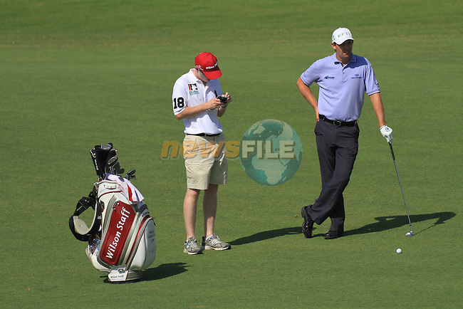 Dubai World Championship Golf. Earth Course,.Jumeirah Golf Estate, Dubai, U.A.E...Padraig Harrington waites for caddy Ronan Flood during the first round of the Dubai World Golf championship..Photo: Fran Caffrey/www.golffile.ie...