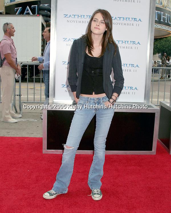 Kristen Stewart.Zathura Premiere.Mann's Village Theater.Westwpood, CA.November 6, 2005.©2005 Kathy Hutchins / Hutchins Photo