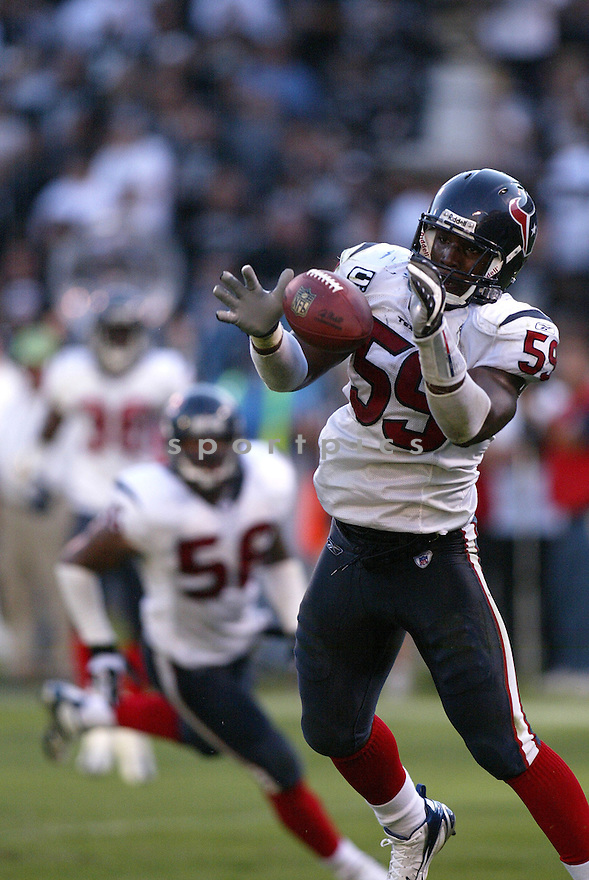 DEMARCO RYANS,  of the Houston Texans, in action during the Texans game against the Oakland Raiders game on November 4, 2007 in Oakland, CA...Texans  win 24-17..........
