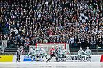 Solna 2014-03-16 Bandy SM-final herrar Sandvikens AIK - V&auml;ster&aring;s SK :  <br /> Sandviken med en h&ouml;rna framf&ouml;r l&auml;ktaren med Sandvikens supportrar<br /> (Foto: Kenta J&ouml;nsson) Nyckelord:  SM SM-final final herr herrar VSK V&auml;ster&aring;s SAIK Sandviken  supporter fans publik supporters
