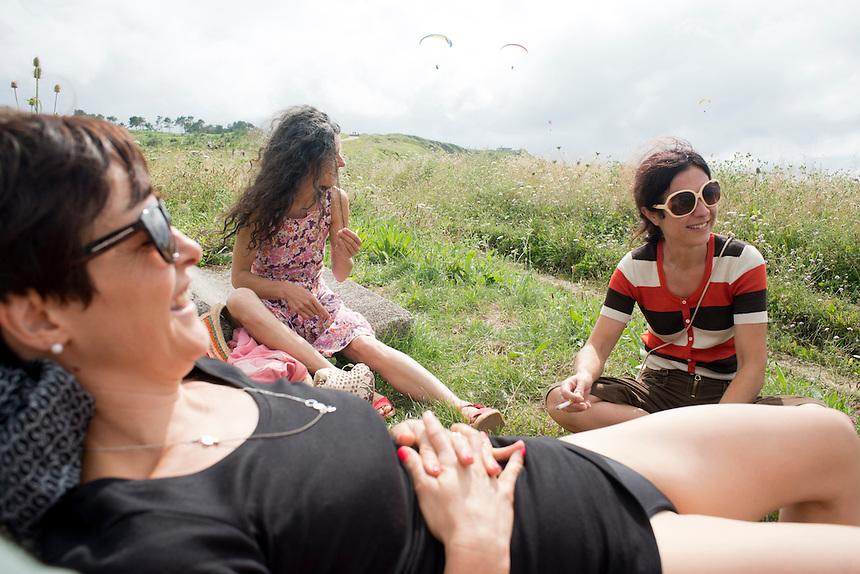 Marta, Annuska and Ana. Parapenting over La Salvaje, Sopelana, Bilbao