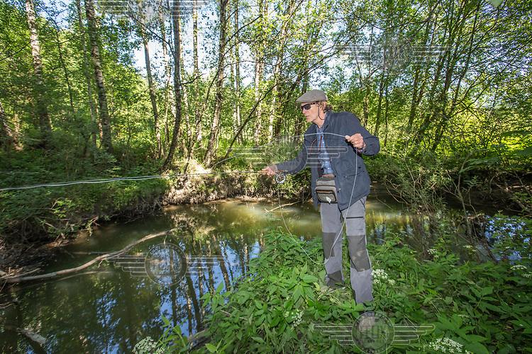 Alnaelva, Lars Nilssen fisker. <br />  &copy; Fredrik Naumann/Felix Features