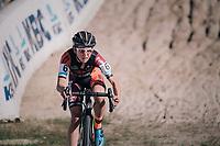 Jolien Verschueren (BEL/Pauwels sauzen-Vastgoedservice) in the infamous Zonhoven 'Kuil' (or 'Pit')<br /> <br /> Elite Women's Race<br /> CX Super Prestige Zonhoven 2017