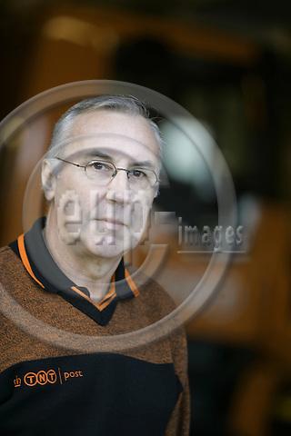 DEN HAAG - NETHERLANDS - 29 NOVEMBER 2006 -- TNT Post van driver. -- PHOTO:  JUHA ROININEN / EUP-IMAGES