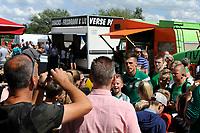 GRONINGEN - Voetbal, Open dag FC Groningen ,  seizoen 2017-2018, 06-08-2017,  FC Groningen speler Yoell van Nieff tussen de fans