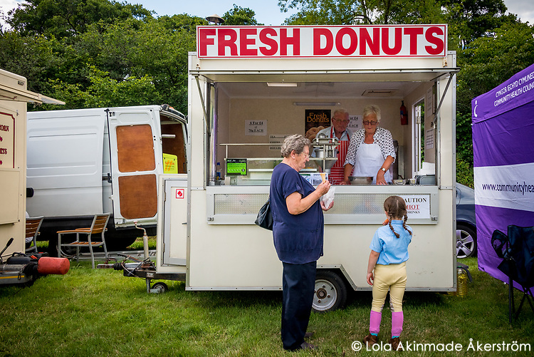 Local donut kiosk at the show