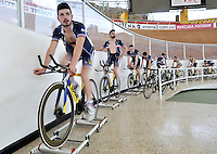 CALI – COLOMBIA – 15-02-2017: Equipo masculino de Francia, durante entreno en el Velodromo Alcides Nieto Patiño, sede de la Copa Mundo UCI de Pista de Cali 2017. / Men's team from France, during a training sesión at the Alcides Nieto Patiño Velodrome, home of the Cali Track World Cup 2017 UCI. Photo: VizzorImage / Luis Ramirez / Staff.