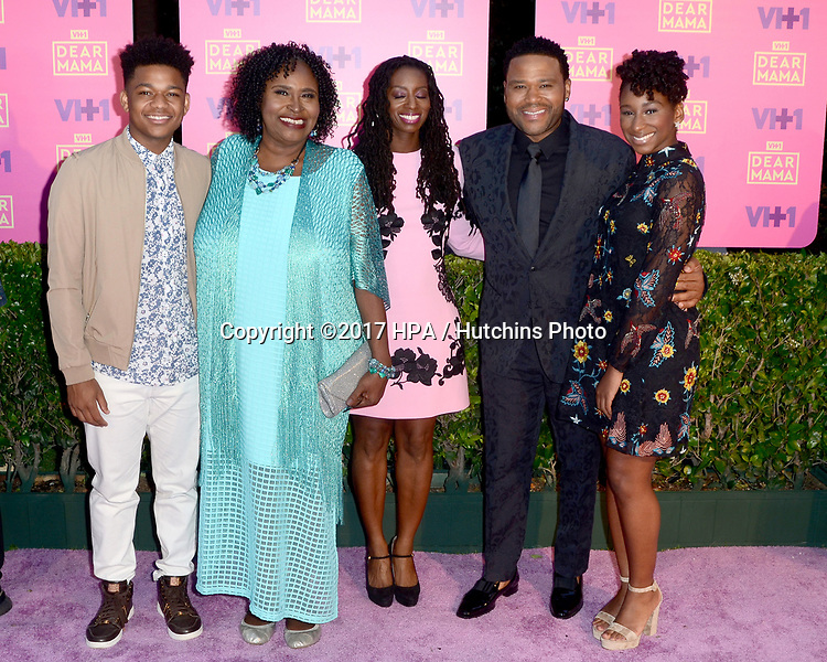 LOS ANGELES - MAY 6:  N4953athan Anderson, Doris Bowman, Anthony Anderson, Alvina Stewart, Kyra And at the VH1`s 2nd Annual Dear Mama: An Event To Honor Moms on the Huntington Library on May 6, 2017 in Pasadena, CA