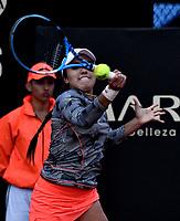 BOGOTÁ-COLOMBIA, 12-04-2019: Maria Camila Osorio de Colomba, devuelve la bola a Amanda Anisimova de Estados Unidos, durante partido por el Claro Colsanitas WTA, que se realiza en el Carmel Club en la ciudad de Bogotá. / Maria Camila Osorio of Colombia, returns the ball against Amanda Anisimova of United States, during a match for the WTA Claro Colsanitas, which takes place at Carmel Club in Bogota city. / Photo: VizzorImage / Luis Ramírez / Staff.