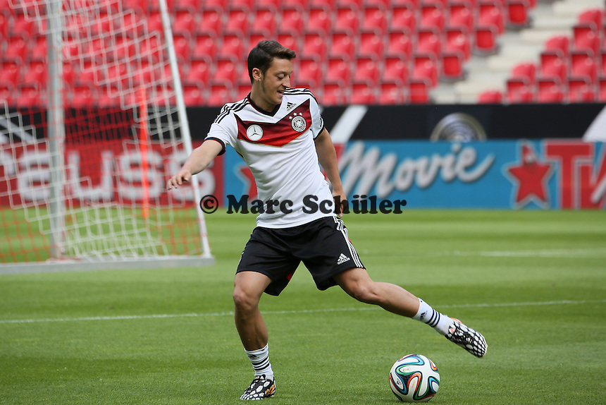 Mesut Özil (D) - Abschusstraining Nationalmannschaft in Mainz