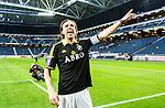 Solna 2015-04-26 Fotboll Allsvenskan AIK - &Ouml;rebro SK :  <br /> AIK:s Nils-Eric Johansson sjunger framf&ouml;r AIK:s supportrar efter matchen mellan AIK och &Ouml;rebro SK <br /> (Foto: Kenta J&ouml;nsson) Nyckelord:  AIK Gnaget Friends Arena Allsvenskan &Ouml;rebro &Ouml;SK jubel gl&auml;dje lycka glad happy