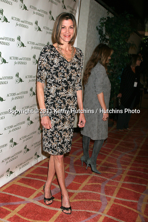 """LOS ANGELES - APR 9:  Wendie Malick in the green room of """"Actors and Others for Animals"""" Annual Fundraiser 2011 at Universal Hilton Hotel on April 9, 2011 in Los Angeles, CA"""