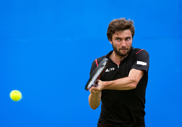 Gilles Simon of France in action against Kyle Edmund of Great Britain in their Men&rsquo;s Singles First Round match  <br /> <br /> Photographer Ashley Western/CameraSport<br /> <br /> Tennis - Aegon Championships 2016- Day 3 - Wednesday 15th June 2016 - Queen's Club - London <br /> <br /> World Copyright &copy; 2016 CameraSport. All rights reserved. 43 Linden Ave. Countesthorpe. Leicester. England. LE8 5PG - Tel: +44 (0) 116 277 4147 - admin@camerasport.com - www.camerasport.com