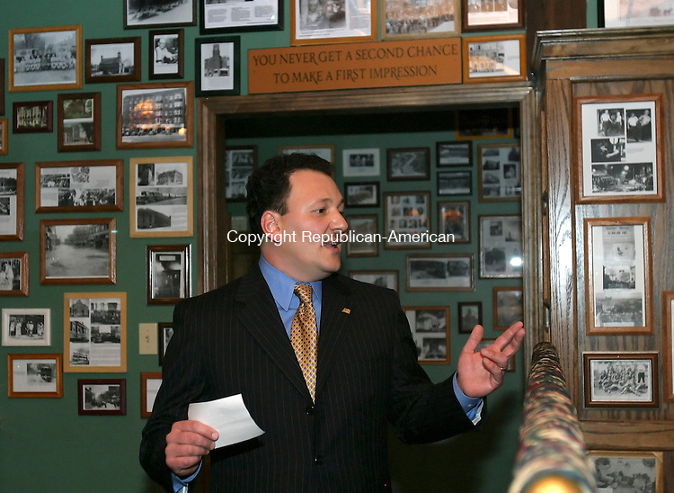 WATERBURY, CT, 03/26/07- 032607BZ01- State Representative Tony D'Amelio, R-71, announces his candidacy for Mayor of Waterbury during as fundraiser at the City Hall Cafe Monday night.<br /> Jamison C. Bazinet Republican-American