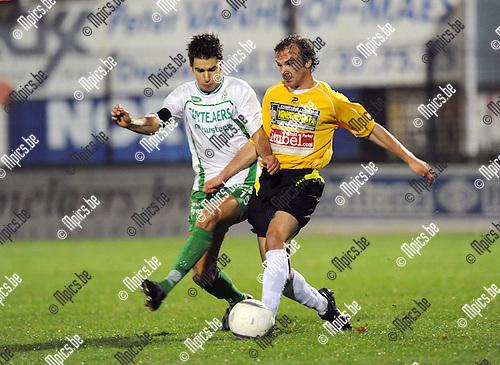 2010-11-06 / Voetbal / seizoen 2010-2011 / Dessel Sport - Wielsbeke / Zico Gielis (L, Dessel) met Shannon Eeckhout..Foto: Mpics