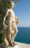 ITA, Italien, Kampanien, Ischia, vulkanische Insel im Golf von Neapel, Sant' Angelo: Terme Tropical, Juengling, Statue, nackt | ITA, Italy, Campania, Ischia, volcanic island at the Gulf of Naples, Sant' Angelo: Terme Tropical (hot springs), statue, youngster, young man, naked