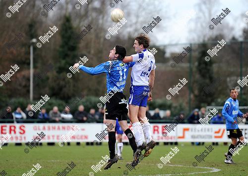 2011-02-06 / Seizoen 2010-2011 / Voetbal / KSK Heist - KSV Roeselare / Bart Webers van Heist overtroeft Jovan Stojanovic van Roeselare in dit kopduel..Foto: mpics