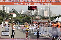 SAO PAULO, SP, 04 DE MARCO DE 2012 - MEIA MARATONA INTERNACIONAL DE SAO PAULO - Marilson Gomes dos Santos atleta brasileiro segundo colocado na prova masculina durante a Meia Maratona Internacional de Sao Paulo, na Praca Charles Muller, na manha deste domingo, 04. FOTO WARLEY LEITE - BRAZIL PHOTO PRESS.