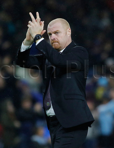 26.09.2016. Turf Moor, Burnley, England. Premier League Football. Burnley versus Watford. Burnley manager Sean Dyche thanks the fans at the final whistle.