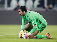 Calcio, Serie A: Juventus vs Roma. Torino, Juventus Stadium,17 dicembre 2016. <br /> Juventus&rsquo; goalkeeper Gianluigi Buffon holds the ball during the Italian Serie A football match between Juventus and Roma at Turin's Juventus Stadium, 17 December 2016.<br /> UPDATE IMAGES PRESS/Isabella Bonotto