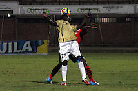 CÚCUTA -COLOMBIA, 26-07-2013.  JJhon Lozano (Der.) jugador del Cucuta Deportivo disputa el balón con Yesid Mena(Izq.) del Itagui, durante partido  por la fecha 1 de la Liga Postobon II disputado en el estadio General Santander de la ciudad de Cucuta, julio 26 de 2013./  Jhon Lozano (R) Cucuta Deportivo player fights for the ball with Yesid Mena (L) of Itagui during match of the date 1th for the Postobon League II at the General Santander Stadium in Cucuta city, July 26, 2013. Photo: VizzorImage/STR