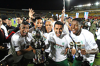 BOGOTÁ -COLOMBIA, 17-07-2013. Jugadores del Atlético Nacional celebran el título de campeones de la Liga Postobón al vencer al Independiente Santa Fe en el   estadio Nemesio Camacho El Campín de la capital / Atletico players celebrate National title Postobón League champions after beating Independiente Santa Fe in the Nemesio Camacho El Campin stadium in the capital<br /> capital <br /> . Photo: VizzorImage/ Felipe Caicedo/ STAFF