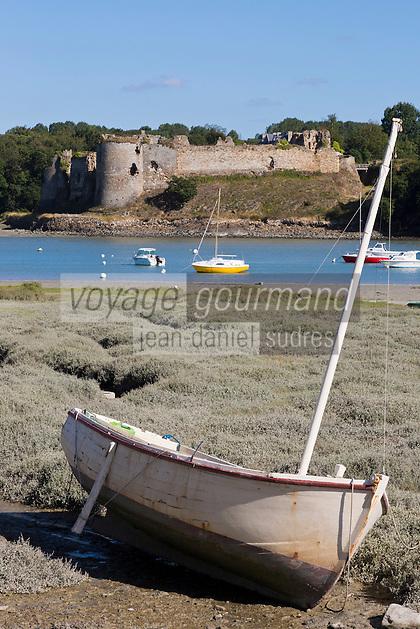 France, Côtes-d'Armor (22), Créhen, Château  Fort du Guildo, inscrit aux Monuments  // France, Cotes d'Armor, Crehen, Guildo castle, labelled historic monument