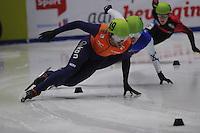 SHORTTRACK: DORDRECHT: Sportboulevard Dordrecht, 24-01-2015, ISU EK Shorttrack, Vladislav BYKANOV (ISR | #39), Daan BREEUWSMA (NED | #49), ©foto Martin de Jong