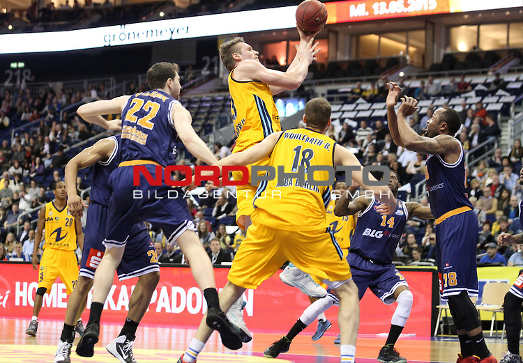 30.04.2015, O2 world, Berlin, GER, 1.BBL, ALBA Berlin vs. Eisbaeren Bremerhaven , im Bild Leon Radosevic (ALBA Berlin), Jonas Wohlfarth-Bottermann (ALBA Berlin), Myles Hesson (Eisbaeren Bremerhaven), Jake O`Brien (Eisbaeren Bremerhaven), Smith Jerry (Eisbaeren Bremerhaven)<br /> <br />               <br /> Foto &copy; nordphoto /  Engler