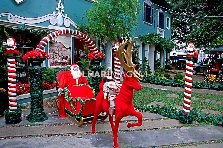Decoração natalina, Rua Normandia. São Paulo. 1995. Foto Juca Martins
