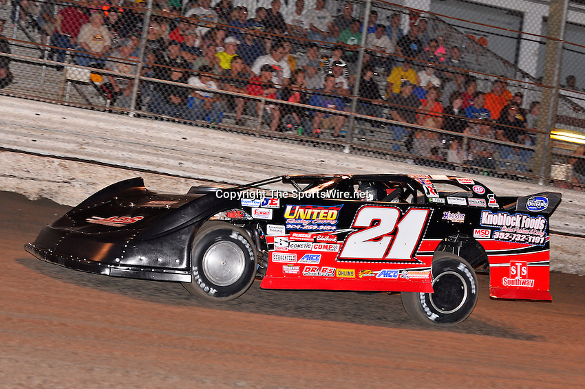 Feb 20, 2014; 6:56:49 PM;  Barberville, FL, USA;  World of Outlaws Late Model Series for 43rd Annual DIRTcar Nationals presented by Summit Racing Equipment at Volusia Speedway Park.  Mandatory Credit: (thesportswire.net)