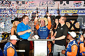 Scott Dixon, Chip Ganassi Racing Honda celebrates the win in victory lane with six guns