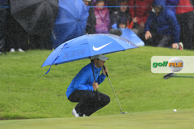 Rory McIlroy (NIR) takes shelter on the 4th green during Saturday's Round 3 of the 2016 Dubai Duty Free Irish Open hosted by Rory Foundation held at the K Club, Straffan, Co.Kildare, Ireland. 21st May 2016.<br /> Picture: Eoin Clarke | Golffile<br /> <br /> <br /> All photos usage must carry mandatory copyright credit (&copy; Golffile | Eoin Clarke)