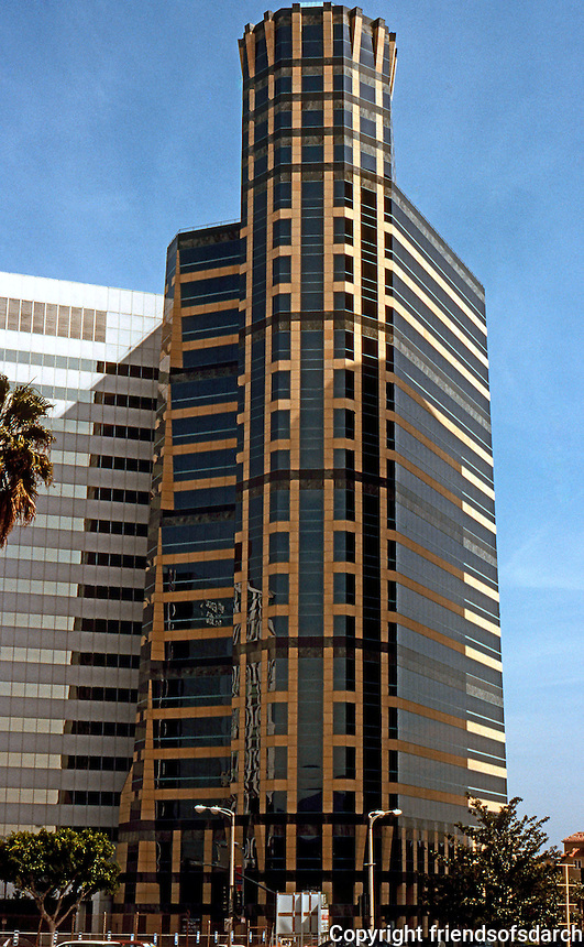 "Helmut Jahn: Murphy-Jahn Architects. 10940 Wilshire Tower, 1988. (A late contributor ""to the destruction of the scale of Westwood Village"".   Photo '88."