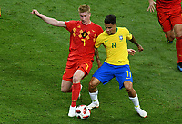 KAZAN - RUSIA, 06-07-2018: PHILIPPE COUTINHO (Der) jugador de Brasil disputa el balón con Kevin DE BRUYNE (Izq) jugador de Bélgica durante partido de cuartos de final por la Copa Mundial de la FIFA Rusia 2018 jugado en el estadio Kazan Arena en Kazán, Rusia. / PHILIPPE COUTINHO (R) player of Brazil fights the ball with Kevin DE BRUYNE (L) player of Belgium during match of quarter final for the FIFA World Cup Russia 2018 played at Kazan Arena stadium in Kazan, Russia. Photo: VizzorImage / Julian Medina / Cont