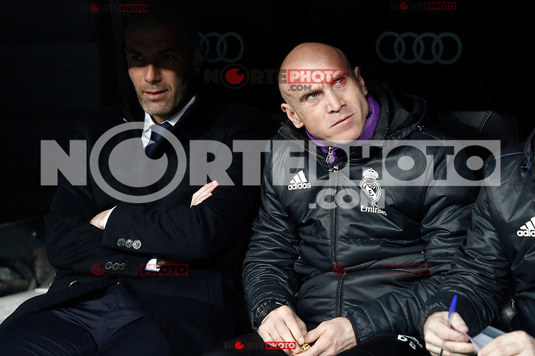 Real Madrid's coach Zinedine Zidane with his second David Bettoni (r) during La Liga match. March 1,2017. (ALTERPHOTOS/Acero) /NORTEPHOTOmex